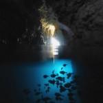 青の洞窟内部の水面と水中 16.11.05
